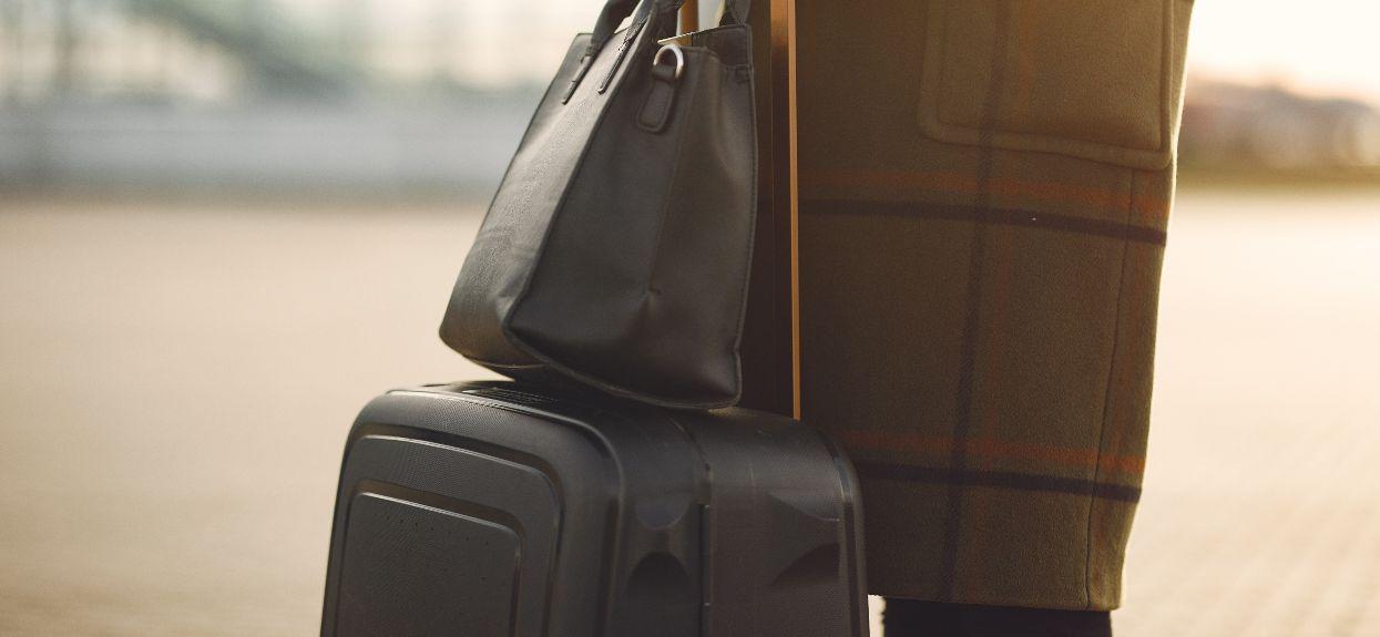 Na lotnisku zajrzeli do bagażu 74-letniej babci. Widok mrozi krew w żyłach, tylko dla osób o mocnych nerwach