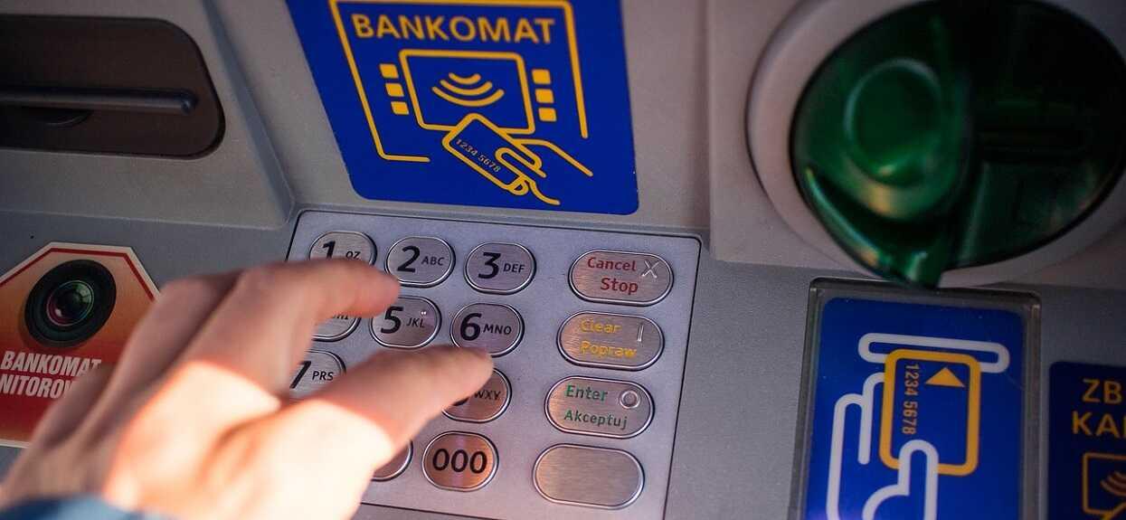 Zła informacja dla posiadaczy kont w bankach. Pilnie wprowadzono obostrzenia