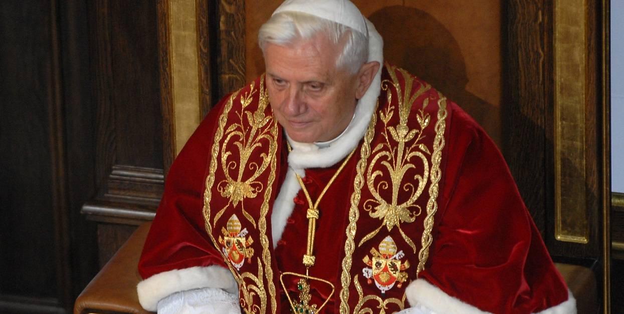 Fatalne wieści o Benedykcie XVI. Chodzi o jego zdrowie, wierni drżą z obaw