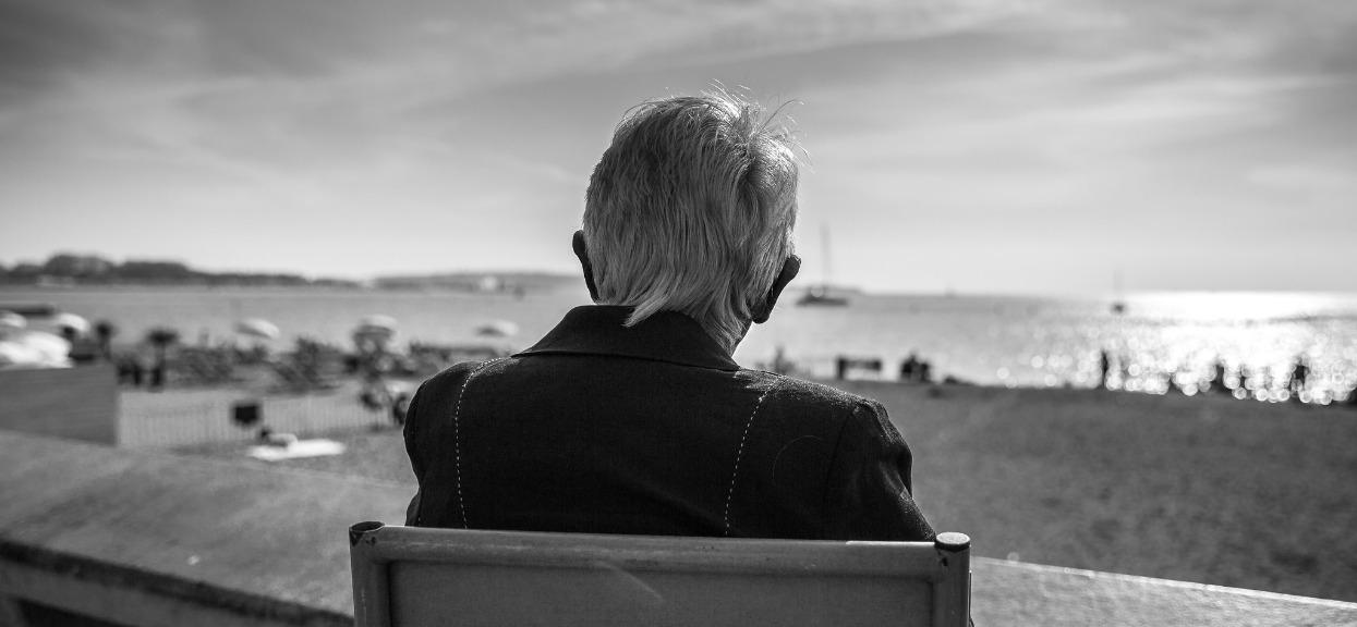 Drakońska kara dla emeryta. Senior jest bezradny