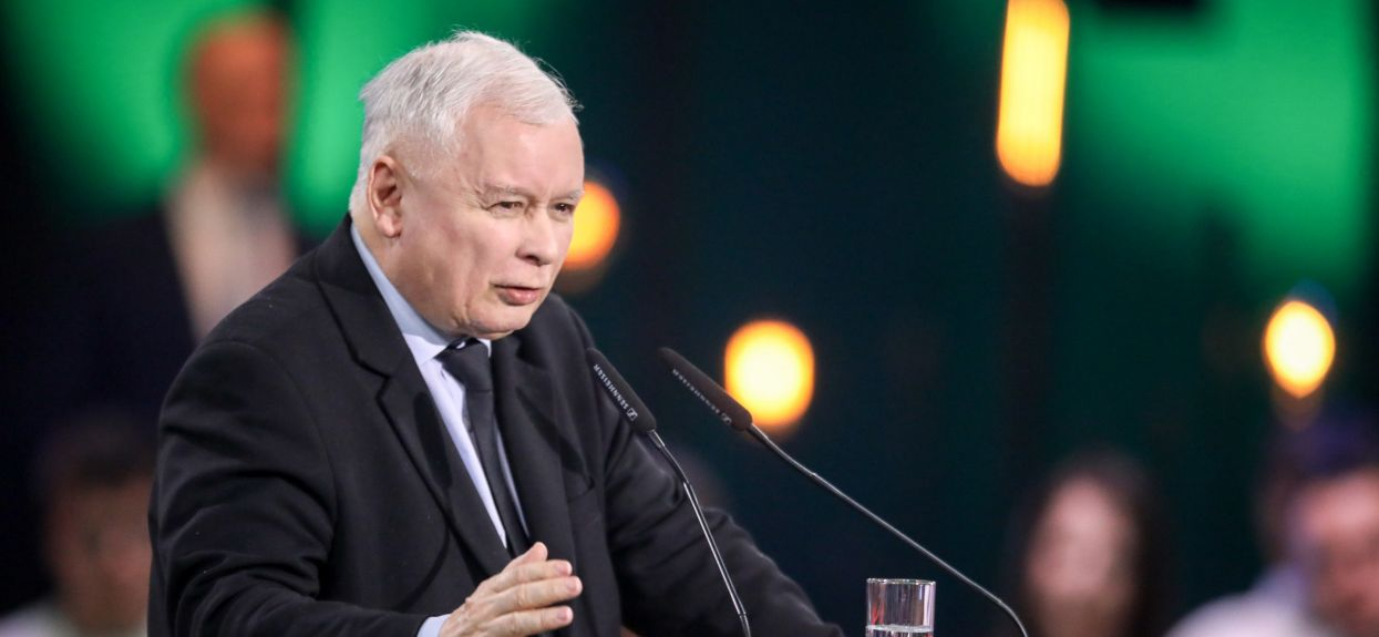 Kaczyński jest bardzo hojny? Ujawniono właśnie, ile zarabiają jego najbliżsi pracownicy