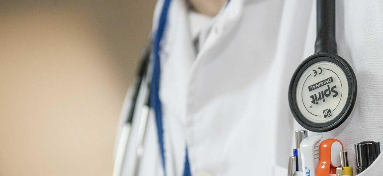 Jedno zdjęcie, które wyciska z człowieka ostatnie łzy. Pielęgniarka uratowała noworodki przed śmiertelnym wybuchem