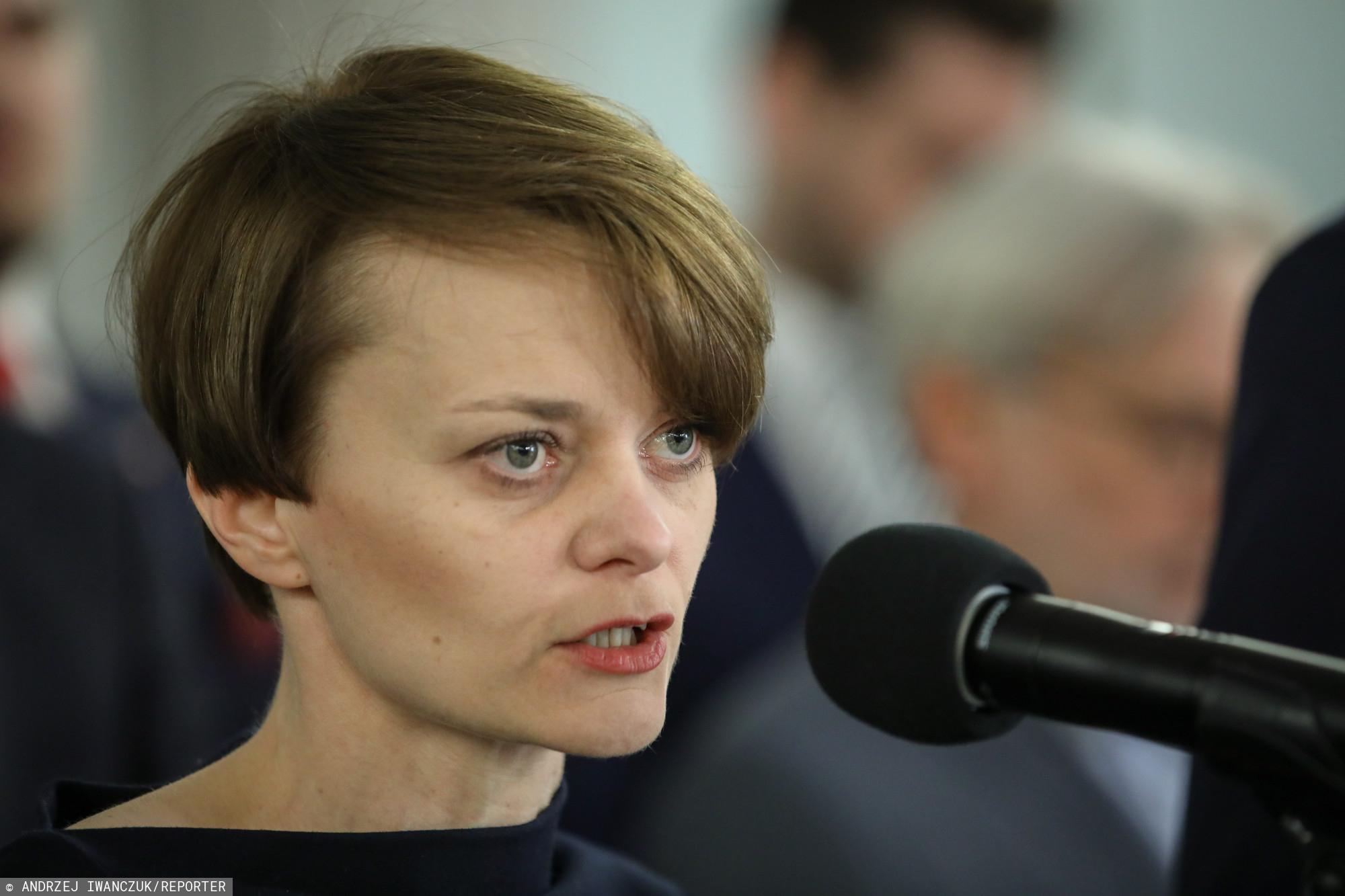 Minister Emilewicz potwierdziła. Rząd rozda dodatkowe pieniądze