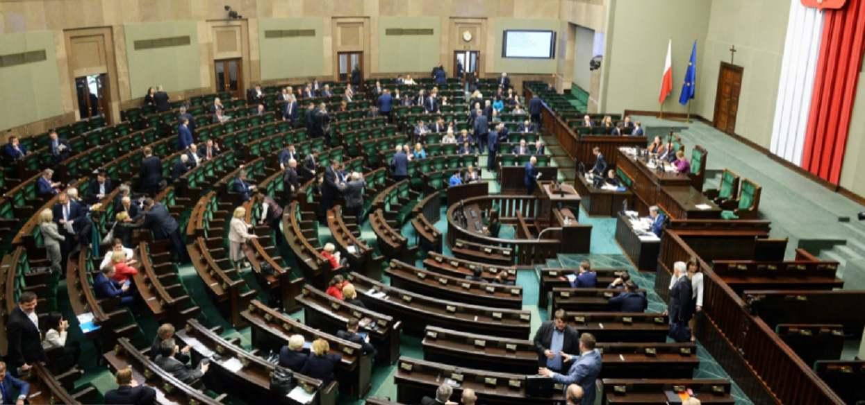 Wielkie podwyżki w Sejmie. Poseł ma zarabiać 12 600 złotych, ponad 2 razy więcej niż teraz