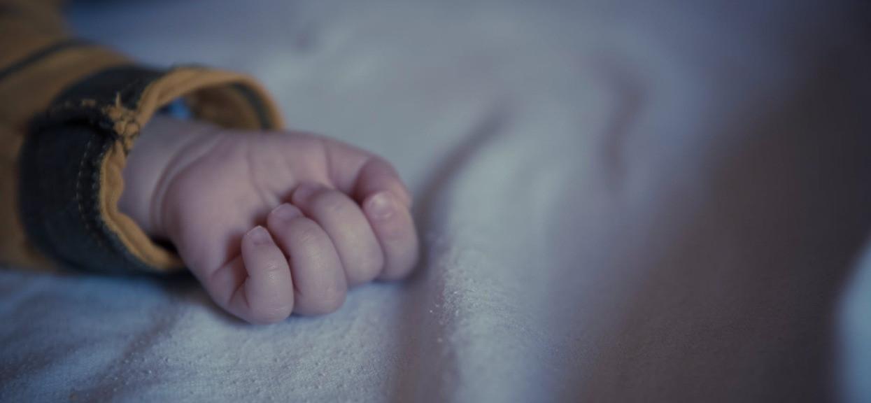 Nieludzkie, co konkubent zrobił małemu Tomusiowi. 3-latek zmarł, szczegóły tylko dla ludzi o mocnych nerwach