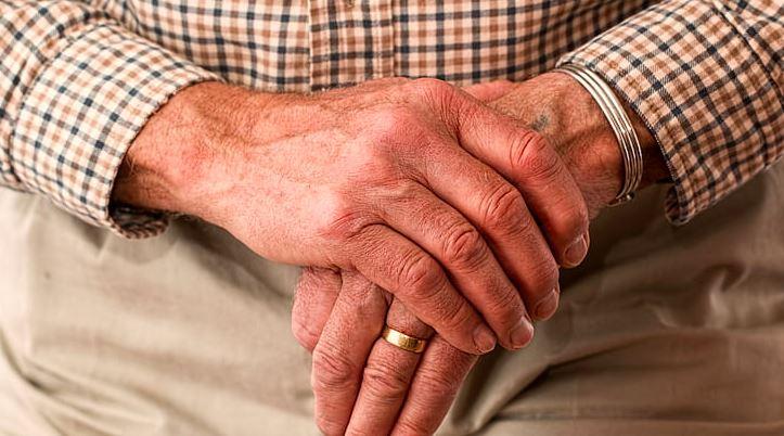 Czy wiek emerytalny dla kobiet i mężczyzn powinien być jednakowy?