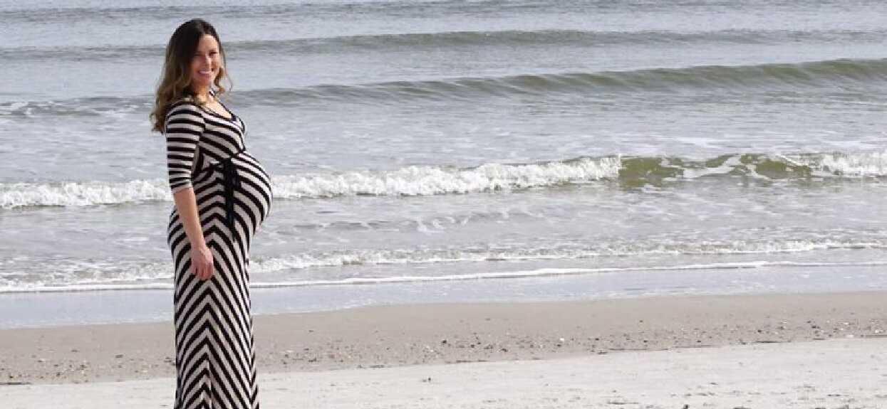 Chciał tylko zrobić ciężarnej żonie zdjęcie na plaży. Kiedy zobaczył fotografię, odkrył szczegół zapierający dech