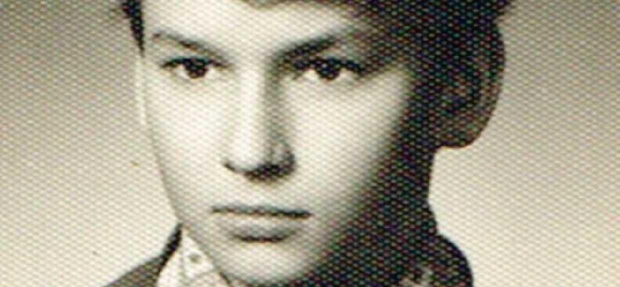 Niebywałe zdjęcie sprzed kilkudziesięciu lat, poznajecie? Jest dzisiaj jednym z najważniejszych polskich polityków u władzy