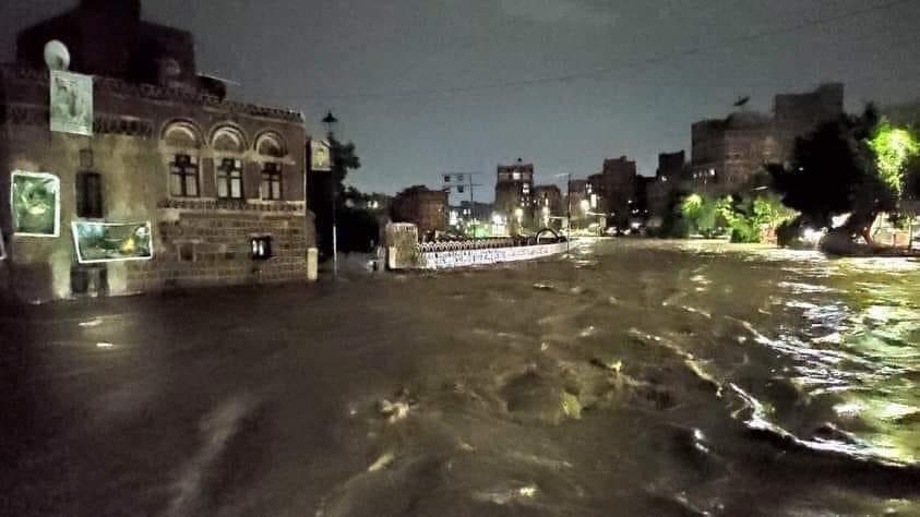 Nagrania są przerażające, żywioł uderzył bezlitośnie. Ponad 130 osób nie żyje, drugie tyle jest rannych w Jemenie