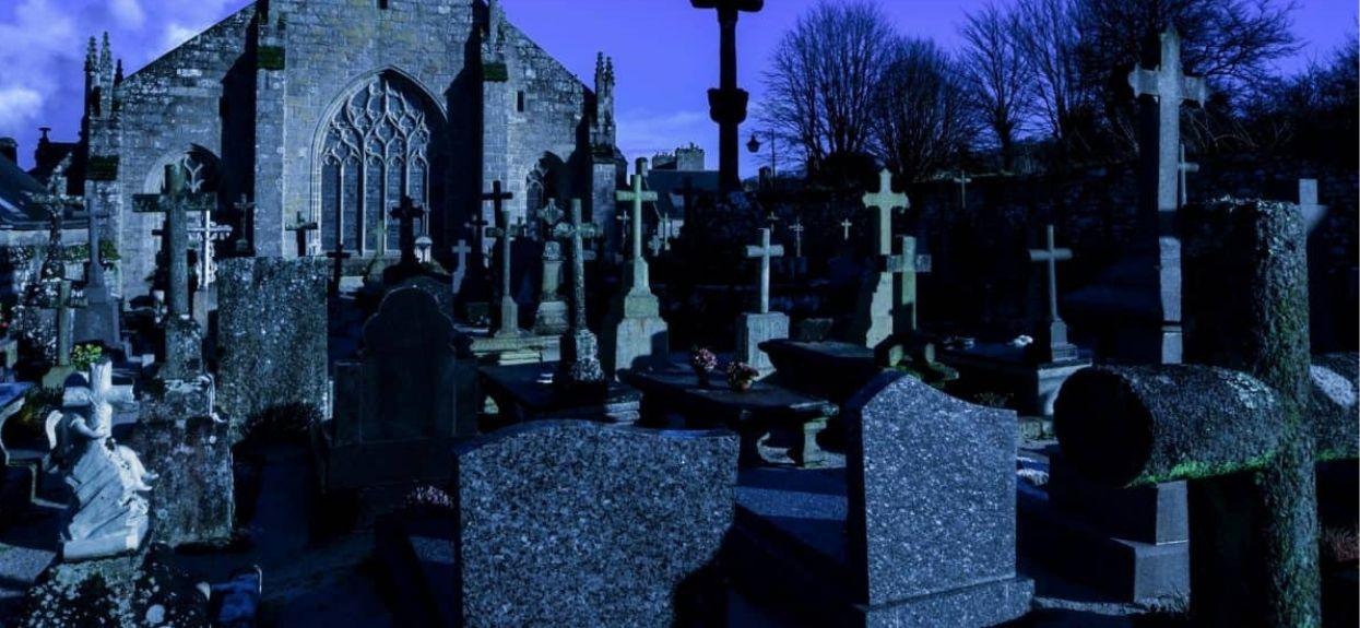 Kiedy zobaczyli co jest w grobie, zamarli. Powalające odkrycie na polskim cmentarzu