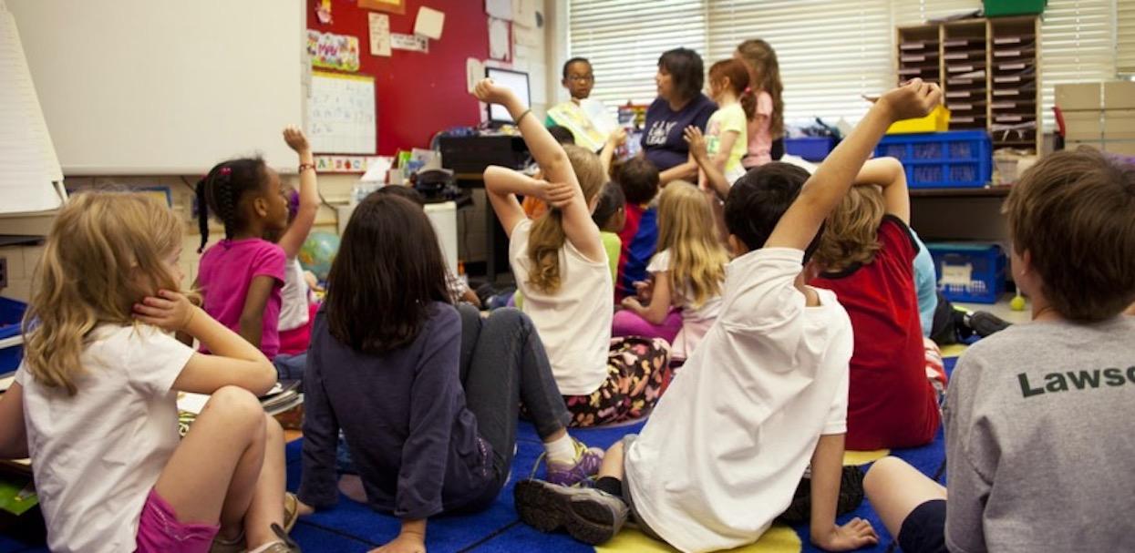 Czy wszystkie dzieci powinny mieć zapewnione darmowe posiłki w szkołach?