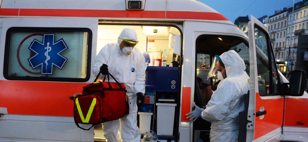 Duży spadek zakażeń oznacza, że pandemia znika? Niestety, prawda jest zupełnie inna, nikt o tym nie mówi