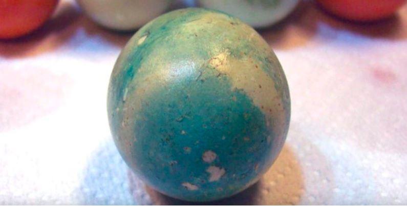 Kura zaczęła znosić niebieskie jajka. Wkrótce inna znosiła zielone, zdumiewająca prawda wyszła na jaw
