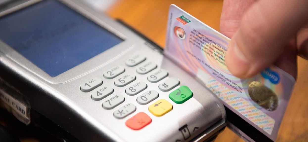 Fatalne odkrycie ws. kart bankomatowych. Konkretne modele są wadliwe, klienci banków mogą stracić wszystkie pieniądze