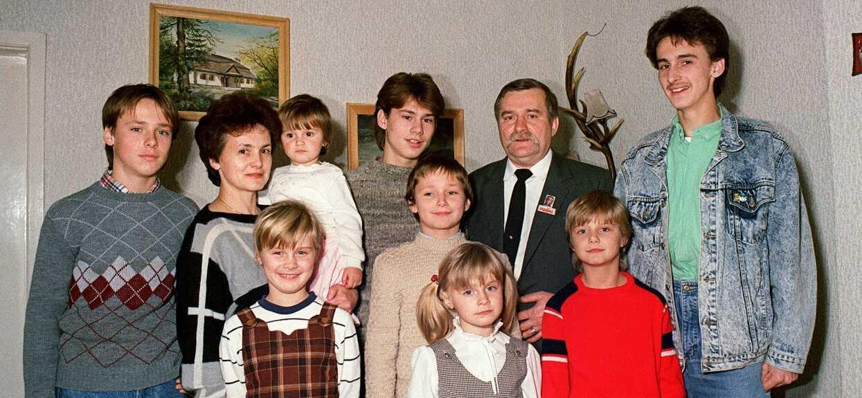 Pilnie strzeżona tajemnica wyszła na jaw. Lech Wałęsa ma 8 dzieci, wiemy co dziś robią