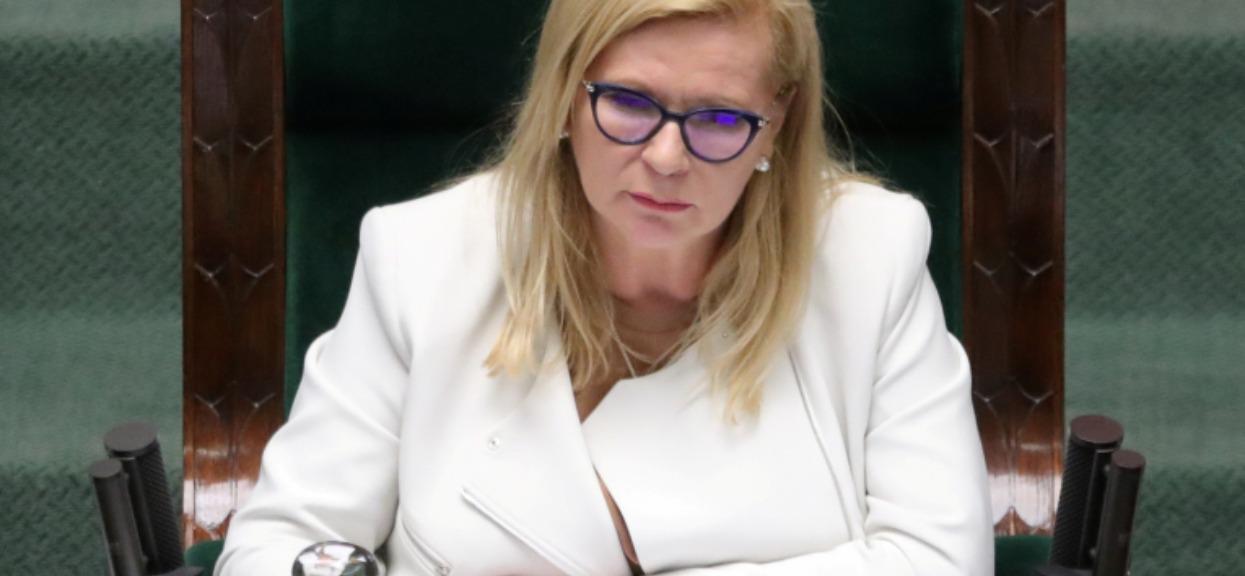 Wicemarszałek Sejmu zakażona koronawirusem. Wiemy, w jakim jest stanie