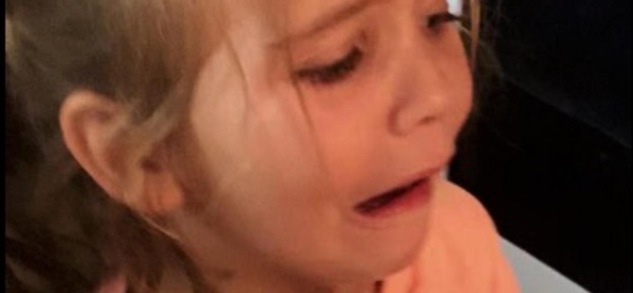 6-latka wyrzuciła do śmieci prezent. Matka dała jej lekcję, której nie zapomni do końca życia