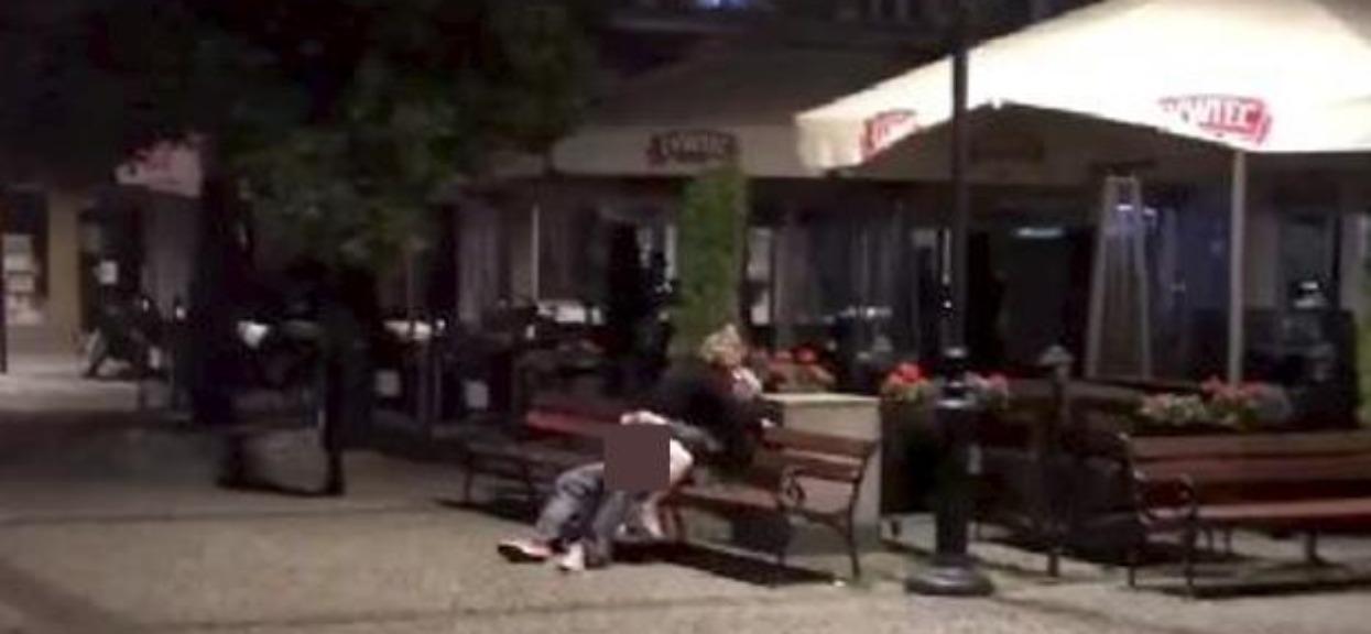Skandaliczne sceny w polskim mieście. Miłosne igraszki na rynku nagrała kamera