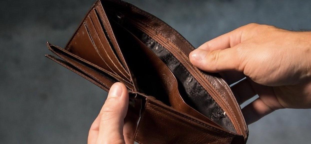 Tysiące Polaków odciętych od pieniędzy. Duży problem w całym kraju