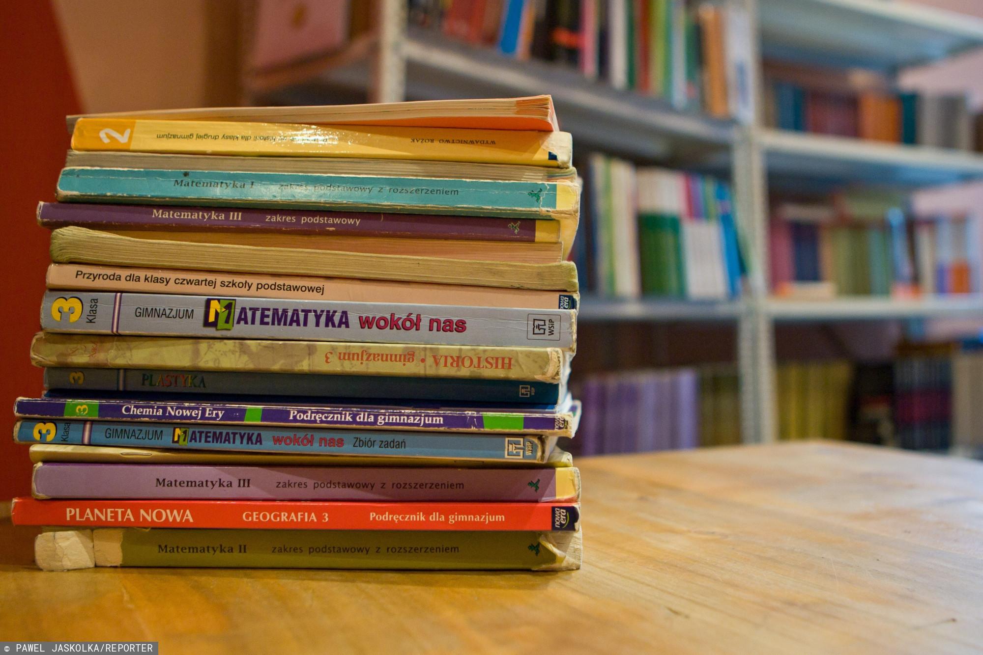 Czy podręczniki w szkole powinny być darmowe?