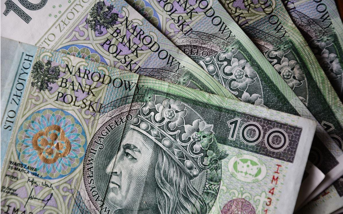 Znalazł w Sopocie torbę wypchaną pieniędzmi. Policja szuka właściciela