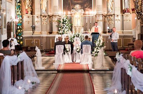 Już wiemy, co dalej ze ślubami i weselami. Zapadła decyzja potwierdzona przez Kościół