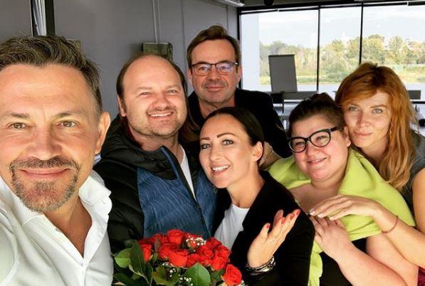 Gwiazda TVN wciągnięta w nieprawdopodobną intrygę. Pilnie wydała oświadczenie, fani nie dowierzają