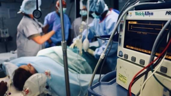 Kobieta była zaskoczona, gdy usłyszała co lekarze wycięli z jej brzucha