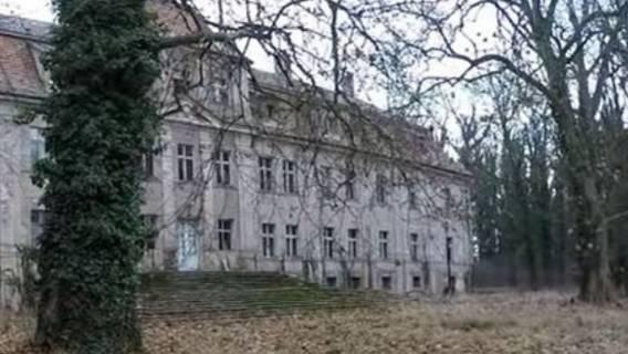 zdjęcia zniszczony pałac