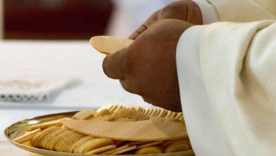 Pieniądze zebrane na udzieleniu sakramentów