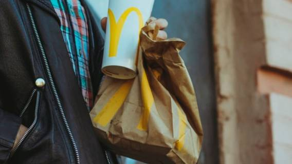 Pracownik McDonald's ujawnił sekret sieci. Pokazał nagranie z kuchni, internauci zaniemówili