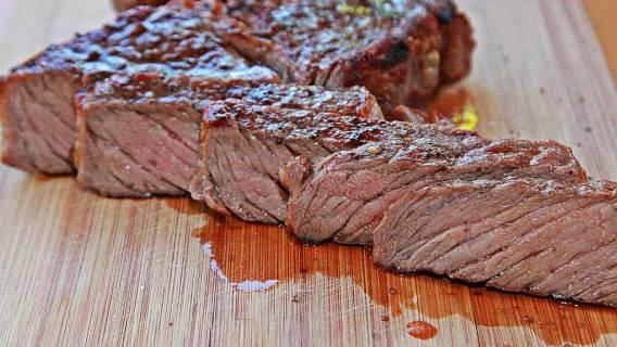 Mięso wydziela czerwony płyn