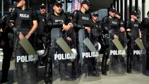 policja reaguje na profanację kościołów