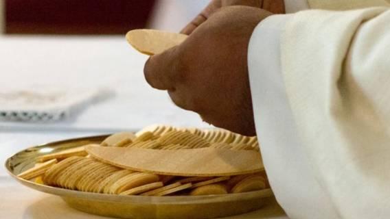 Sanepid alarmuje do wiernych