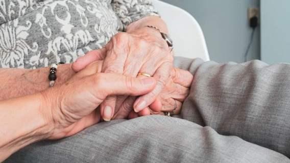 Seniorzy są chronieni przez rząd