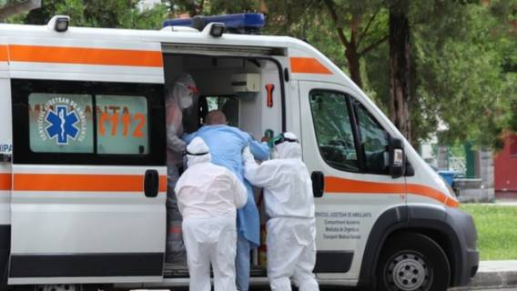 Szpital, chorzy czekają w karetkach