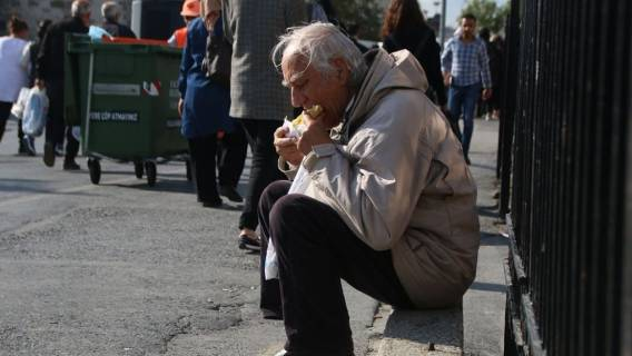 zakaz jedzenia i picia na ulicy Polacy mandaty