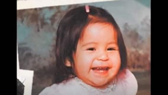 Rodzice weszli rano do pokoju córeczki i zamarli, dziecko zniknęło. Miesiąc później dostali telefon i zaczęli płakać