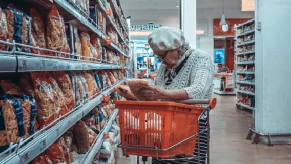 Babcia zaatakowana w sklepie
