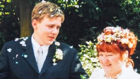 17-latek poślubił 51-letnią kobietę dwie dekady temu. Ich obecne wspólne zdjęcia dają do myślenia