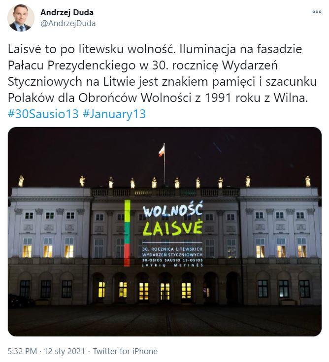 Andrzej Duda wyjaśnił napisy na pałacu prezydenckim