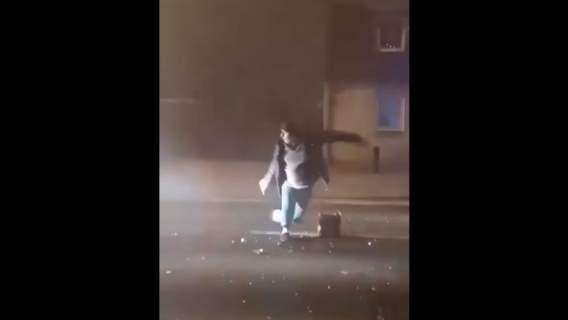 Odpalał fajerwerki na środku ulicy. Chwilę później wydarzyła się największa tragedia