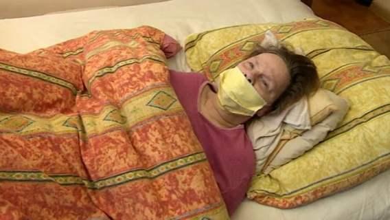 Pani Jadwiga nie może chodzić, cały czas cierpi. Niewiarygodne, jak ją potraktowała służba zdrowia