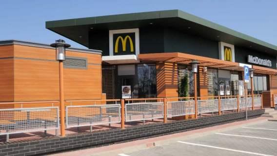 Mężczyzna zginął tragicznie na parkingu restauracji McDonald's