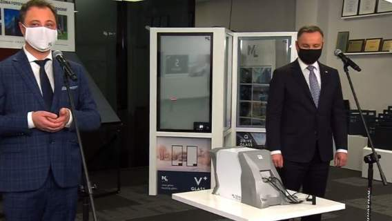 Andrzej Duda wystąpił przed kamerami. Poinformował o wynalezieniu urządzenia, które wykrywa wirusa z powietrza