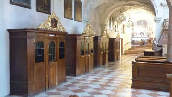 konfesjonały w kościele