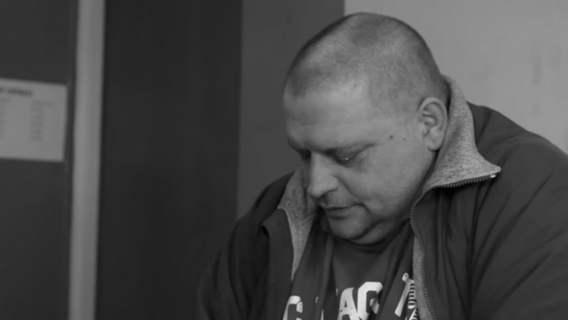 """Na ekranach nagle pojawiła się żona i syn Marka """"Krzykacza"""". Januszek przyrzekł przed tysiącami widzów"""