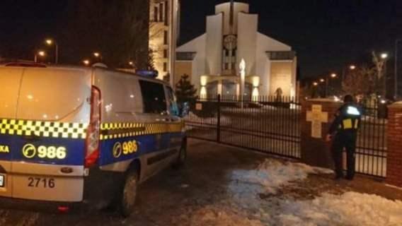 Mężczyzna utknął w kościelnej toalecie