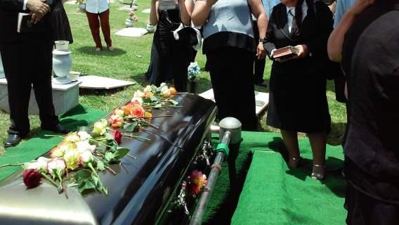 Skandaliczne sceny podczas pogrzebu. Pomylili ciała, dramat w polskim mieście