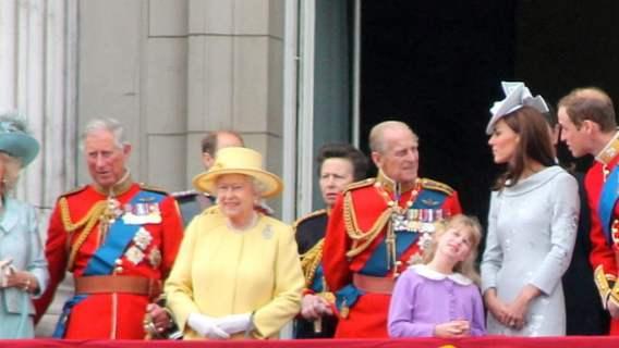 Książę Filip nie jest w najlepszym stanie? Książę Karol opuścił szpital cały we łzach